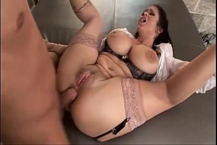 Анальный секс с грудастой Carmella Bing