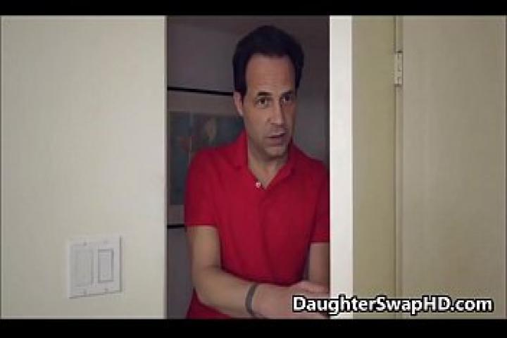 Отчим пробрался в комнату к своей приемной дочурке
