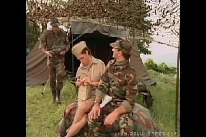 Порно фильм Армейские медсестры ублажают бойцов в полевых условиях
