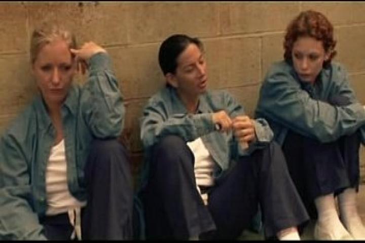 Порнофильм - Лесбийская тюрьма