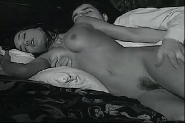 Ретро порно ролик - Ревнивый отец наказывает дочурку