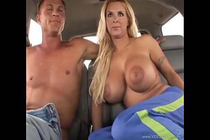 Секс терапия пилотки в автомобиле